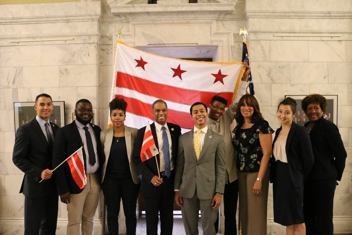 Happy #DCFlagDay from the #Ward4 Council Office! #DCStatehood #51stState<br>http://pic.twitter.com/afQZGurW3Z