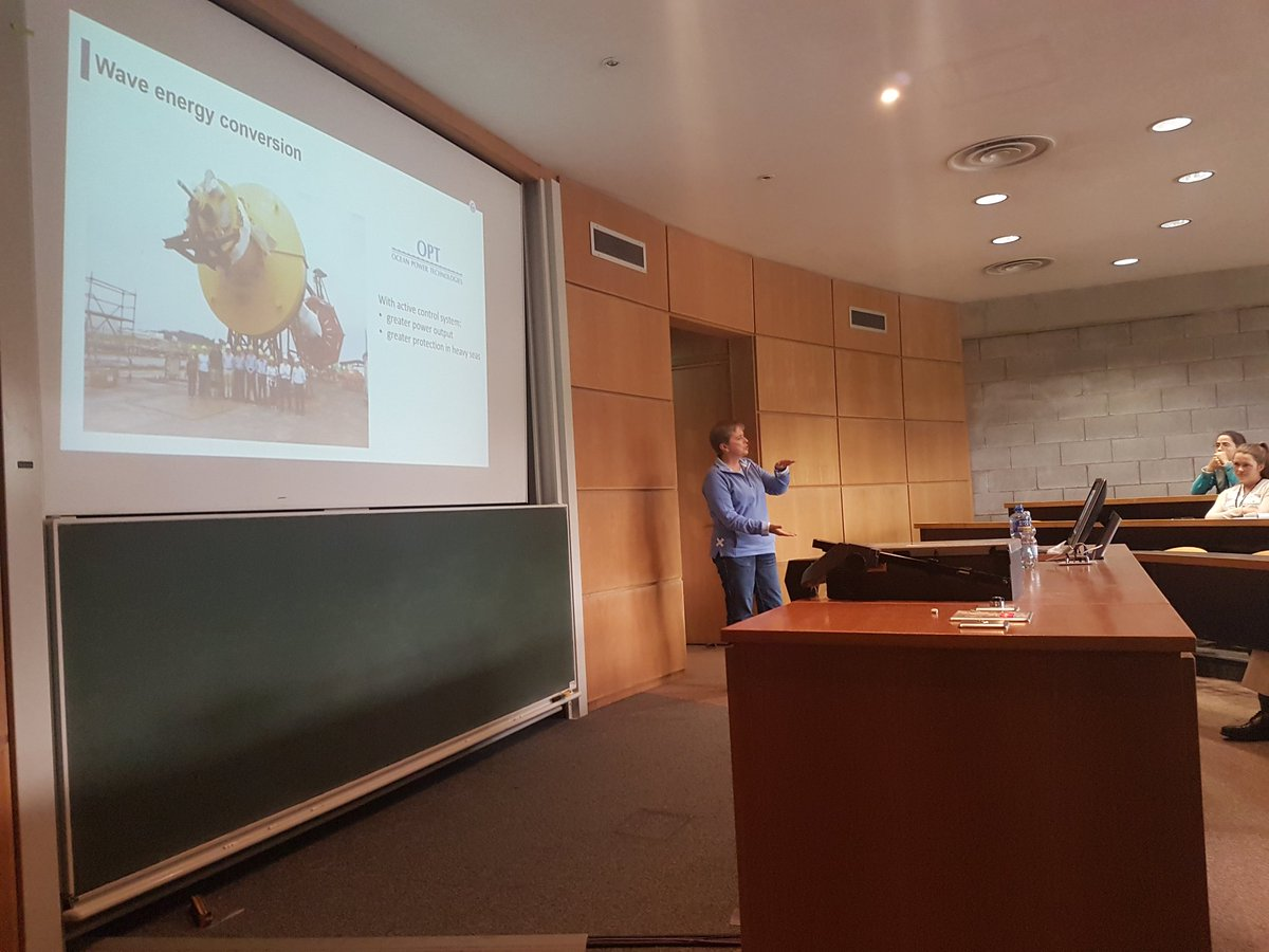 Dr Jacqueline Christmas giving the #esgi128 plenary lecture on modelling waves @scienceirel<br>http://pic.twitter.com/OMfRiszSDZ