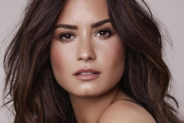 Don't miss this session with @ddlovato and @YouTube streamed live from #CannesLions. https://t.co/JHnm7iOF2X https://t.co/J2Ctncuzaf