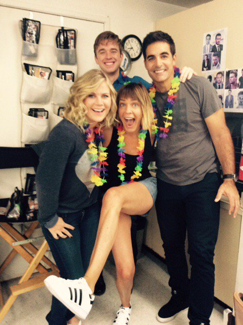 Aloha! Last day at work! Making it colorful! @Ali_Sweeney @galengering @ChandlerMassey https://t.co/E3mNM0ioKV