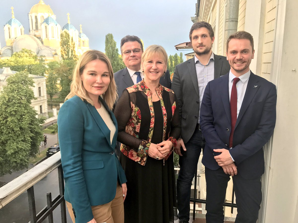 Great meeting with civil society reps at the Swedish embassy. Important to get their views on reforms, political devt, Minsk agreement.