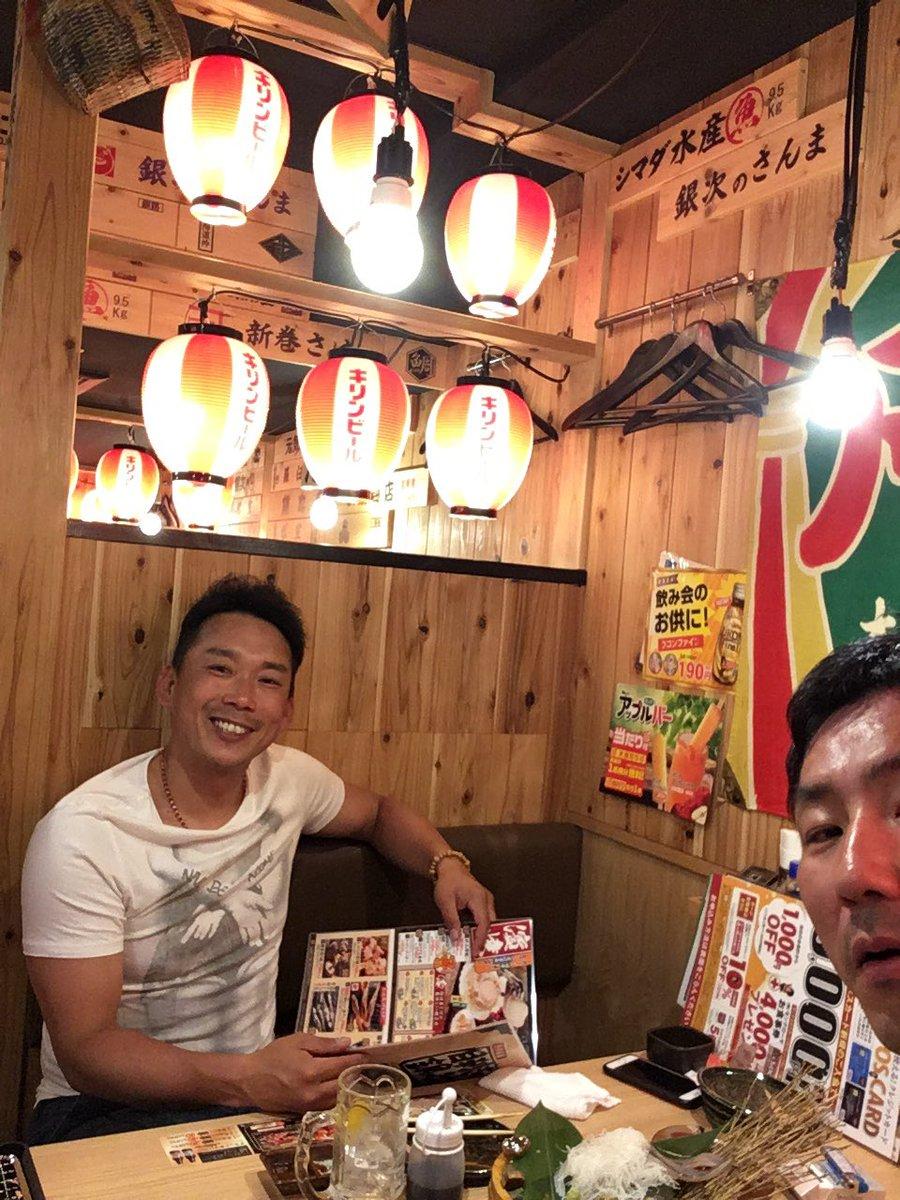 シモヤマンと広島で!  元気もろてますわ!  明日は勝とう! https://t.co/wI13p9vTCT