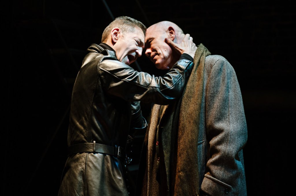 Directly from #London to #AlcaládeHenares #RichardIII @arcolatheatre see you tomorrow<br>http://pic.twitter.com/scEWADsLms