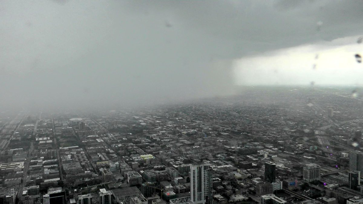 2:50PM: Storm, a few minutes ago, as it closed in on downtown #Chicago. From the Hancock. #ILwx https://t.co/6mFXjusSqN