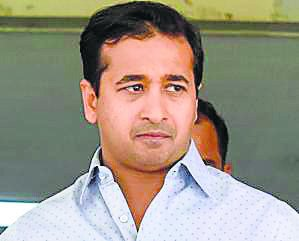 #MLA #NiteshRane asks #Guinness to record #ShivSena's threats to #Maharashtra government, reports @faisalmushtaque  http:// read.ht/B0jO  &nbsp;  <br>http://pic.twitter.com/nBuQjnC0ig