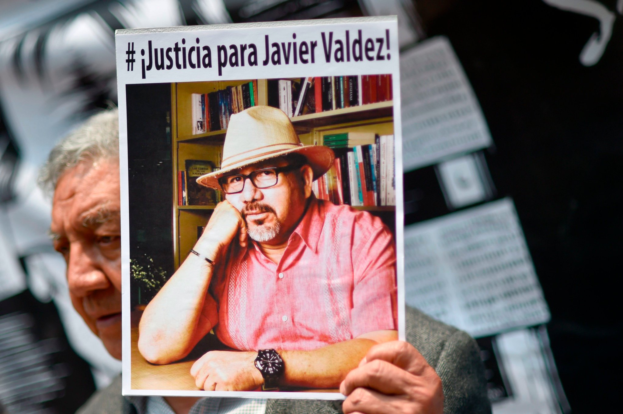 1 month after Javier Valdez was murdered, 7 journalists reflect: https://t.co/gZ6x6mPwLx #OurVoiceIsOurStrength #NuestraVozesNuestraFuerza https://t.co/jcUSwVEsQZ