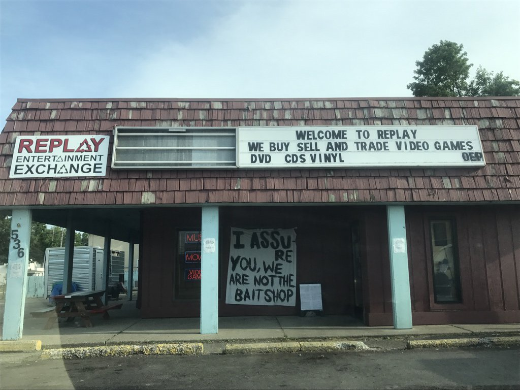 This building was a bait shop for years. Now it deals in used video games and A+ @ThatKevinSmith references https://t.co/VLlRXsqsuh