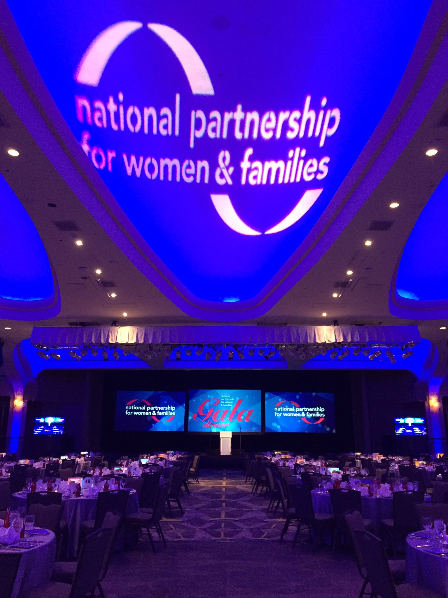 We're excited to kick off our gala in 10 minutes! Share your pics with us! #NPGala https://t.co/O7TXBKQkrO