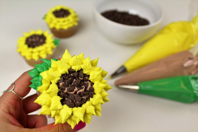 Summer Sunflower Cupcake Tutorial I CHELSWEETS