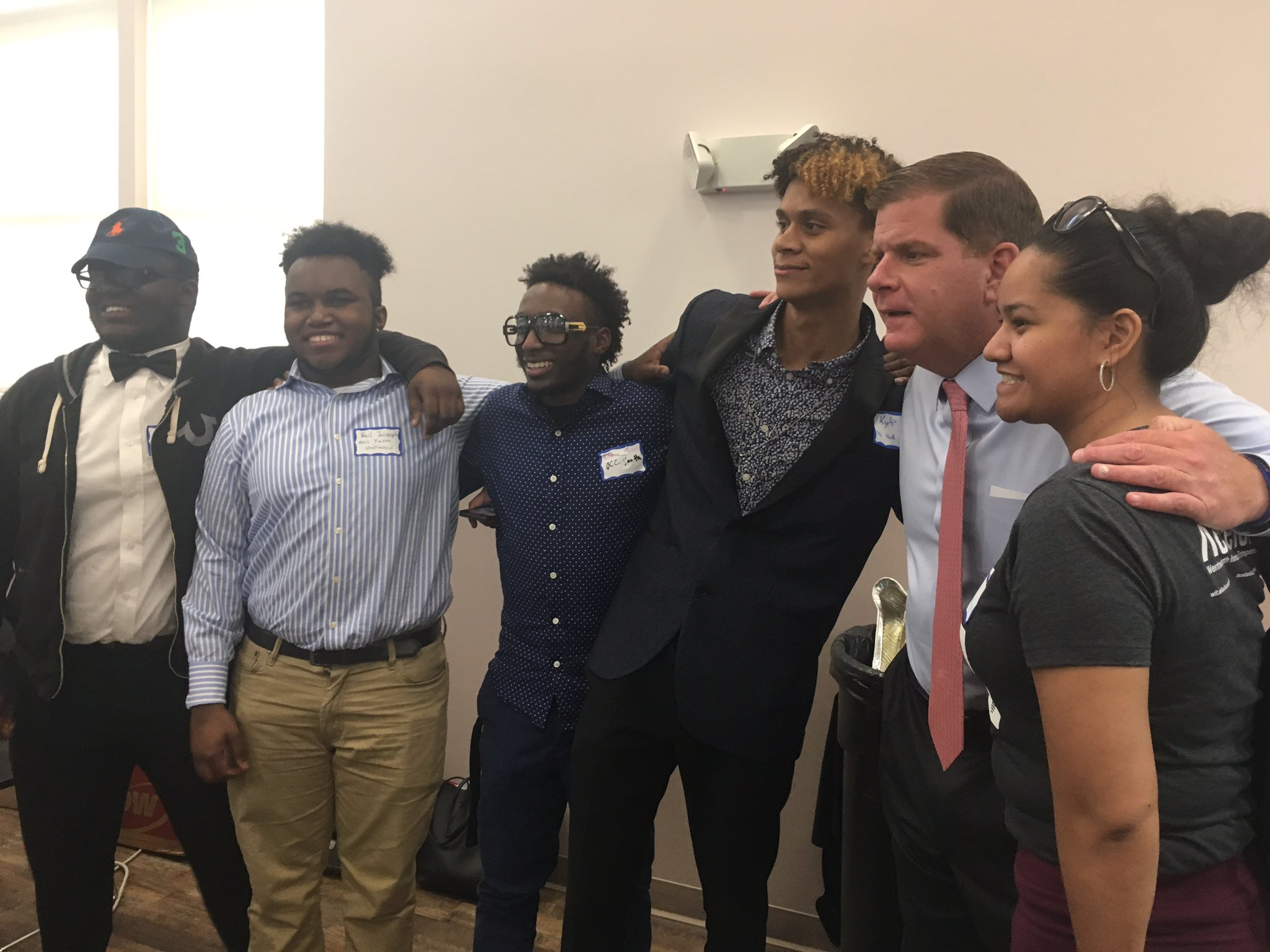 Team effort to get the @WITXLR8 @OccYouthUN team w/ @marty_walsh #min99 https://t.co/63gSbt8osL