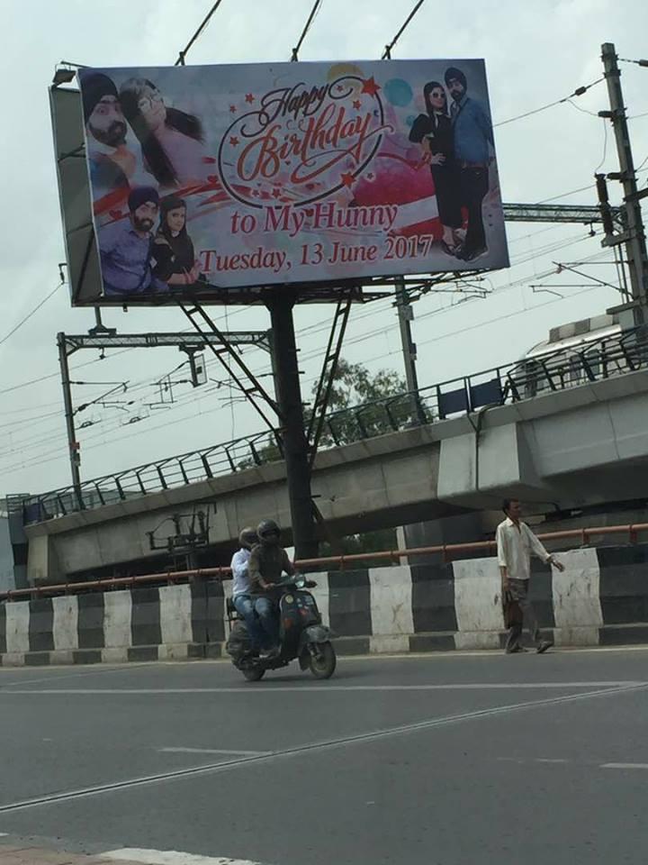 Somewhere in #Delhi. Courtesy @redditindia. https://t.co/kwiQwVL752