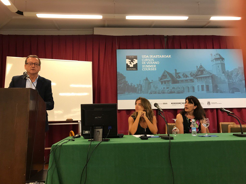 Jaime del Barrio de @ASaludDigital modera la mesa sobre tecnología y cronicidad #ehealthdonostia https://t.co/cvti2EE6Vw