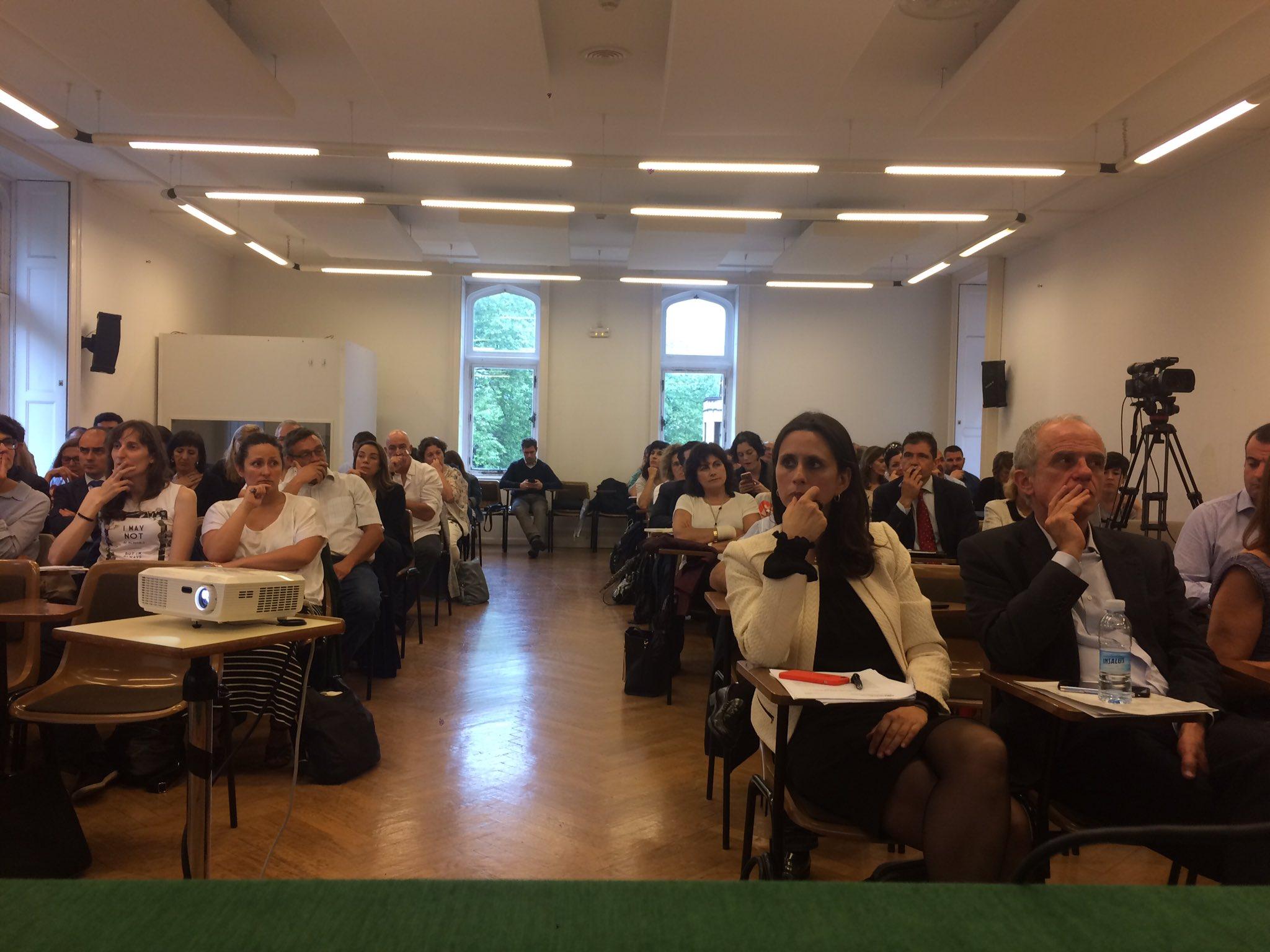 En Mesa soluciones tecnológicas - #cronicidad en #ehealthdonostia la sala atenta a las intervenciones de ponentes https://t.co/vkh3oTHxE5