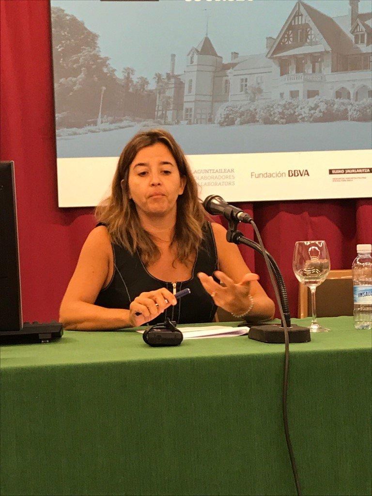 Lorena Muñoz de @ASaludDigital da la visión de los proveedores tecnológicos #ehealthdonostia https://t.co/g2dG6zTJ5o