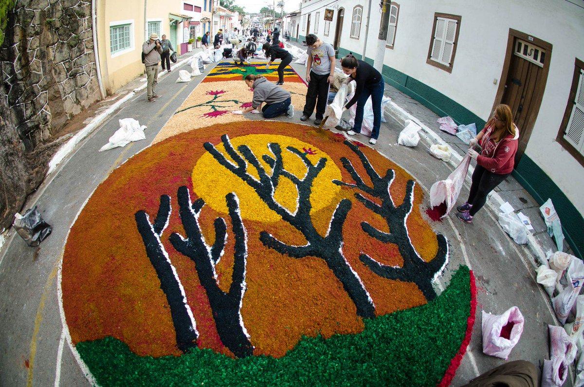 Comemoração de Corpus Christi tem tapetes coloridos pelo Brasil; veja fotos https://t.co/zw3nRzV8aT