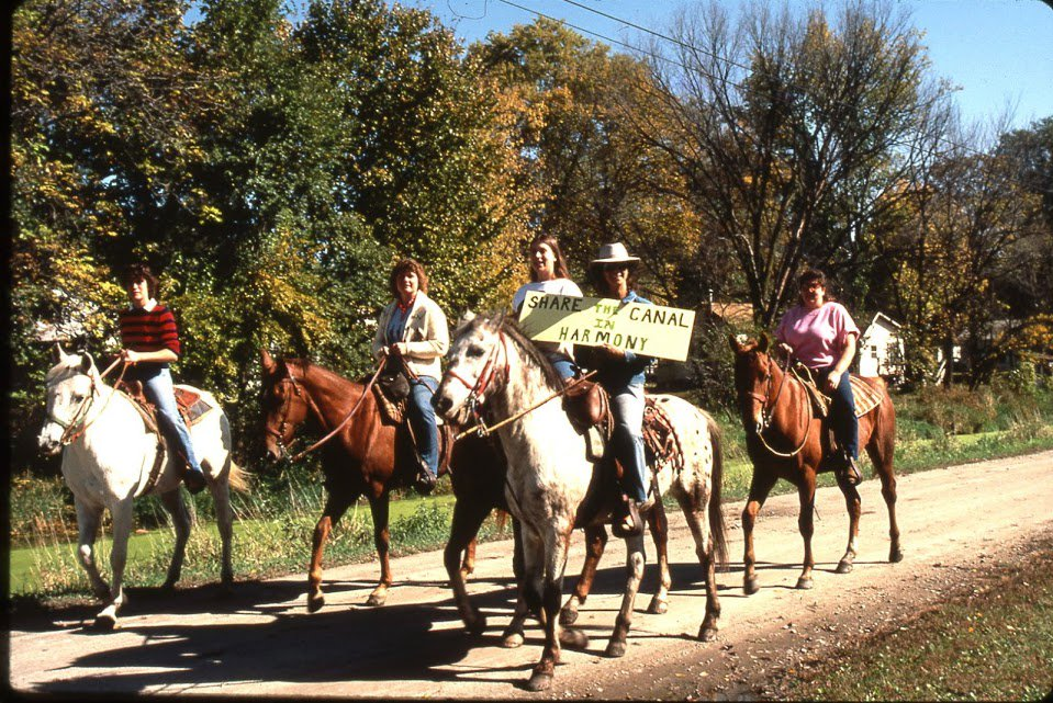From @IMCNHA: #ThrowbackThursday horseback riders on the I&M Canal #towpath #imcanal #Iandmcanal #enjoyillinois https://t.co/JLymV2HMAR