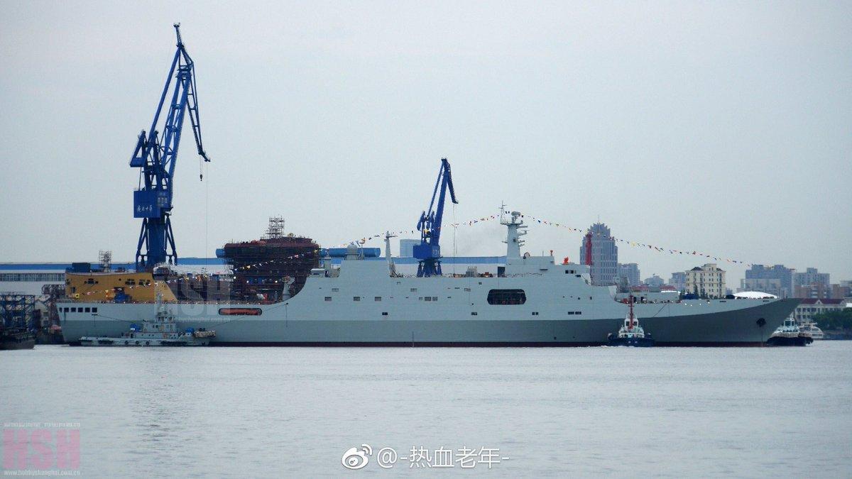 سفينه الانزال البرمائي فئة Type 071 Yuzhao-class الصينيه DCXtV4EXkAAG0rn