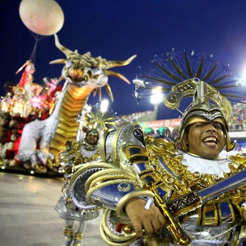 RJ: Liesa suspende desfile de escolas de samba em 2018 https://t.co/athNUIGxdK