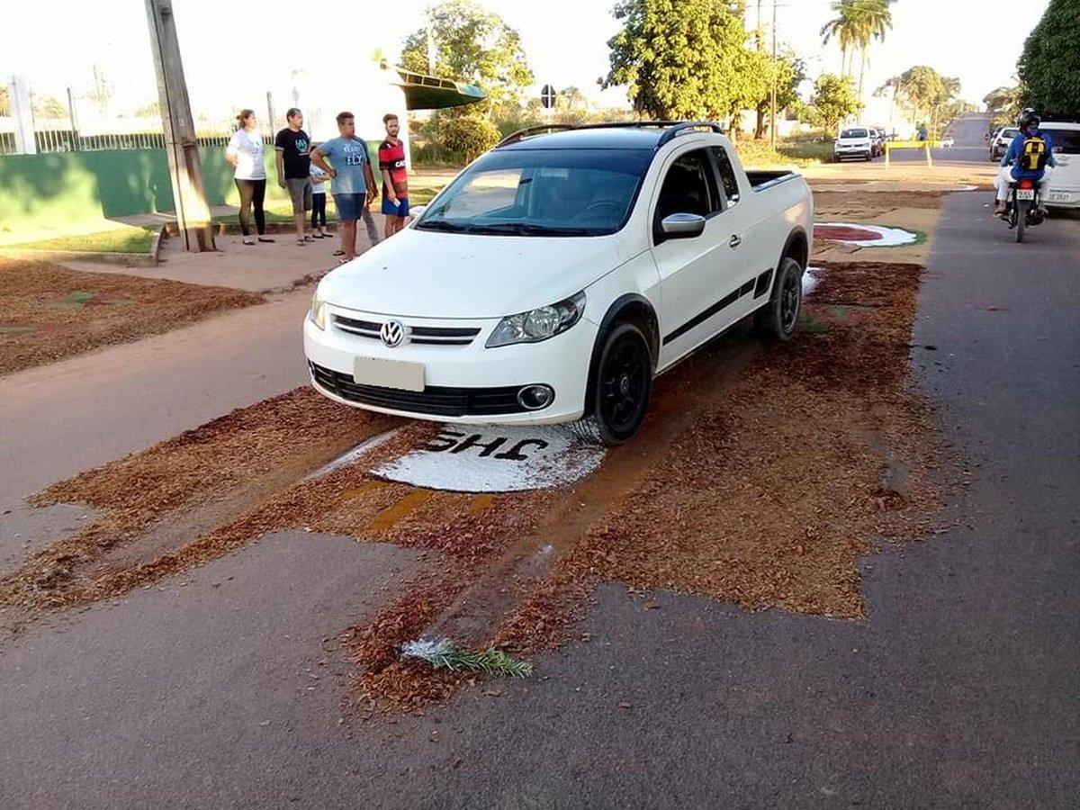 Policial destrói tapete de Corpus Christi com carro e fiéis se revoltam em RO https://t.co/pM8xNmdkTB