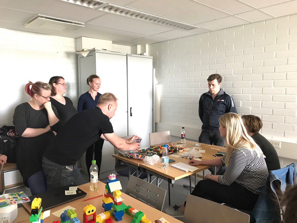 How to prepare #RDI proposals?@LaureaMasters participating #studyunit @Laurea_RDI #co-creation#legos, thanks @PPoyry<br>http://pic.twitter.com/vfivTmUqOr