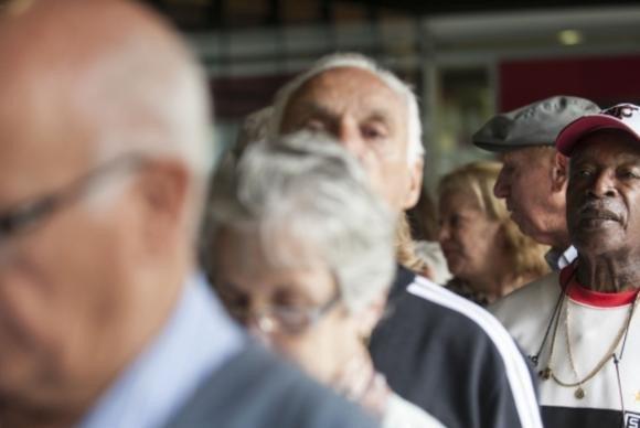 Participação de idosos no mercado formal de trabalho cresce 30% em cinco anos. https://t.co/O05vfb0OuO (📷Marcelo Camargo/ABr)