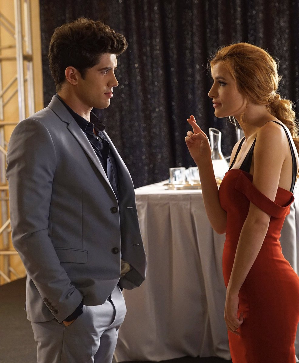 Carter: Is there gonna be a season 2 of @FamousInLoveTV? Bella: Fingers crossed
