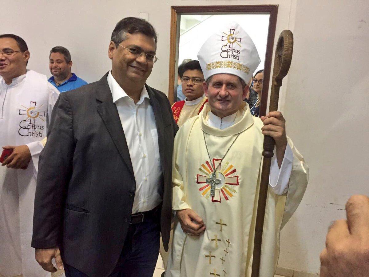 Na missa de Corpus Christi em Imperatriz, abracei o estimado Dom Vilson e desejei êxito na missão de Bispo de Imperatriz