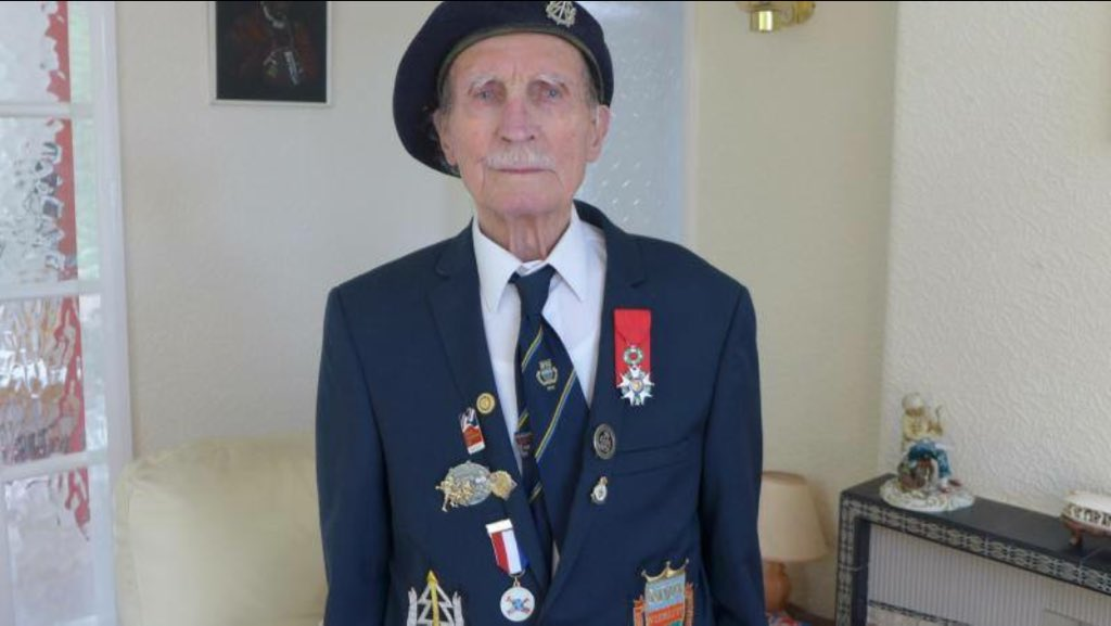 Pls help blind WW2 veteran Alfred Barlow find his medals lost at a service station on his return from a pilgrimage to Normandy pls RT #Hero <br>http://pic.twitter.com/ZPvombpfDx