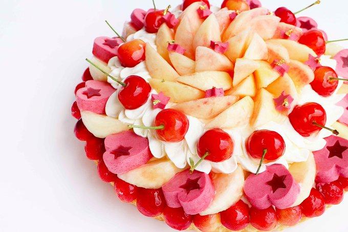カフェコムサ、七夕をイメージした「織姫」&「彦星」のケーキ - 星を模ったフルーツを散りばめて https://t.co/LwXMTvJyqO