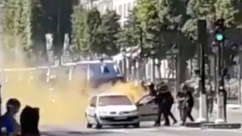 Attentat raté des #ChampsElysées : toujours pas d'explication pour la fumée orange https://t.co/uH7NiNPc0D