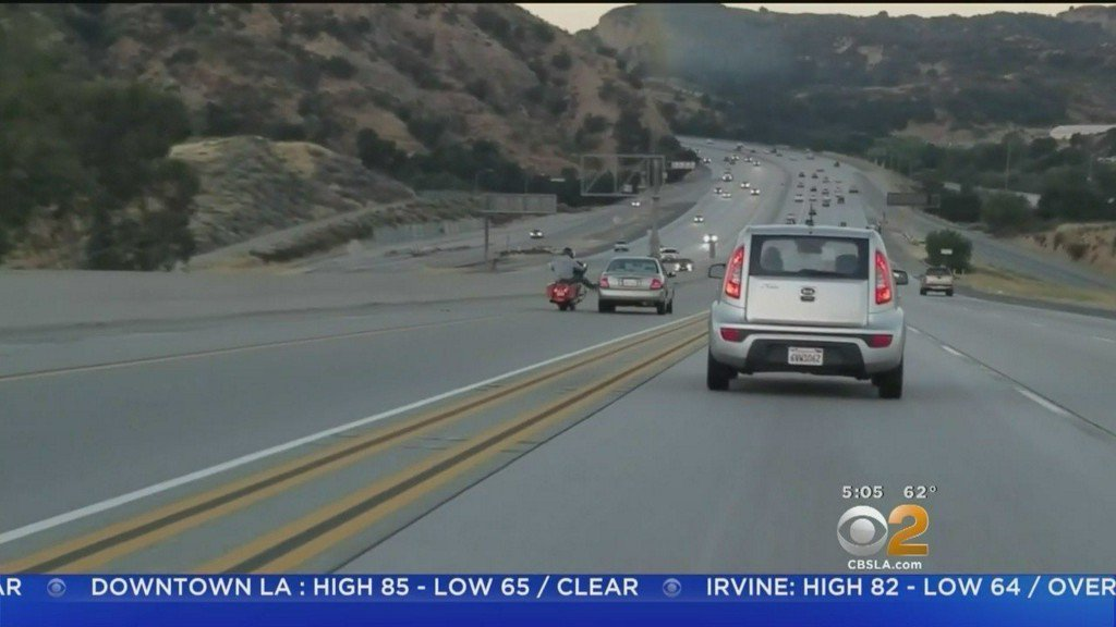 Motorcyclist kicks car and triggers chain-reaction crash near Los Angeles | Video https://t.co/5XFKZYVZjQ