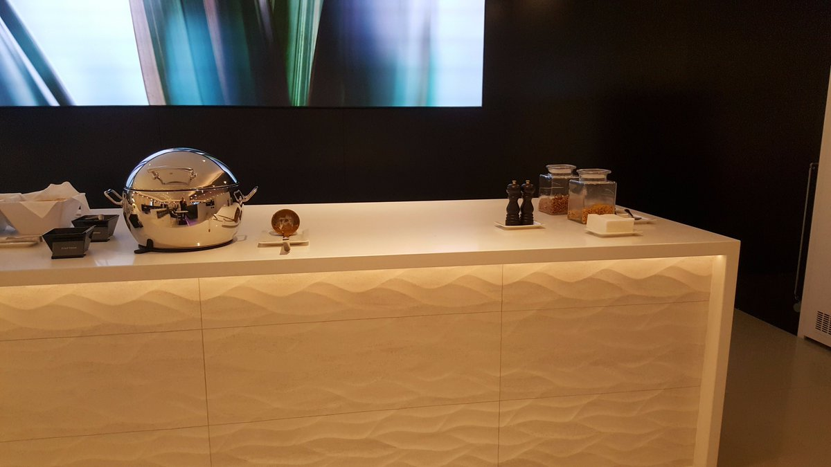 Air New Zealand hot food selection - Melbourne Lounge