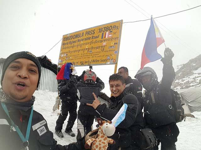 Pinoy riders make history, reach highest motorable peak in Himalayas h...