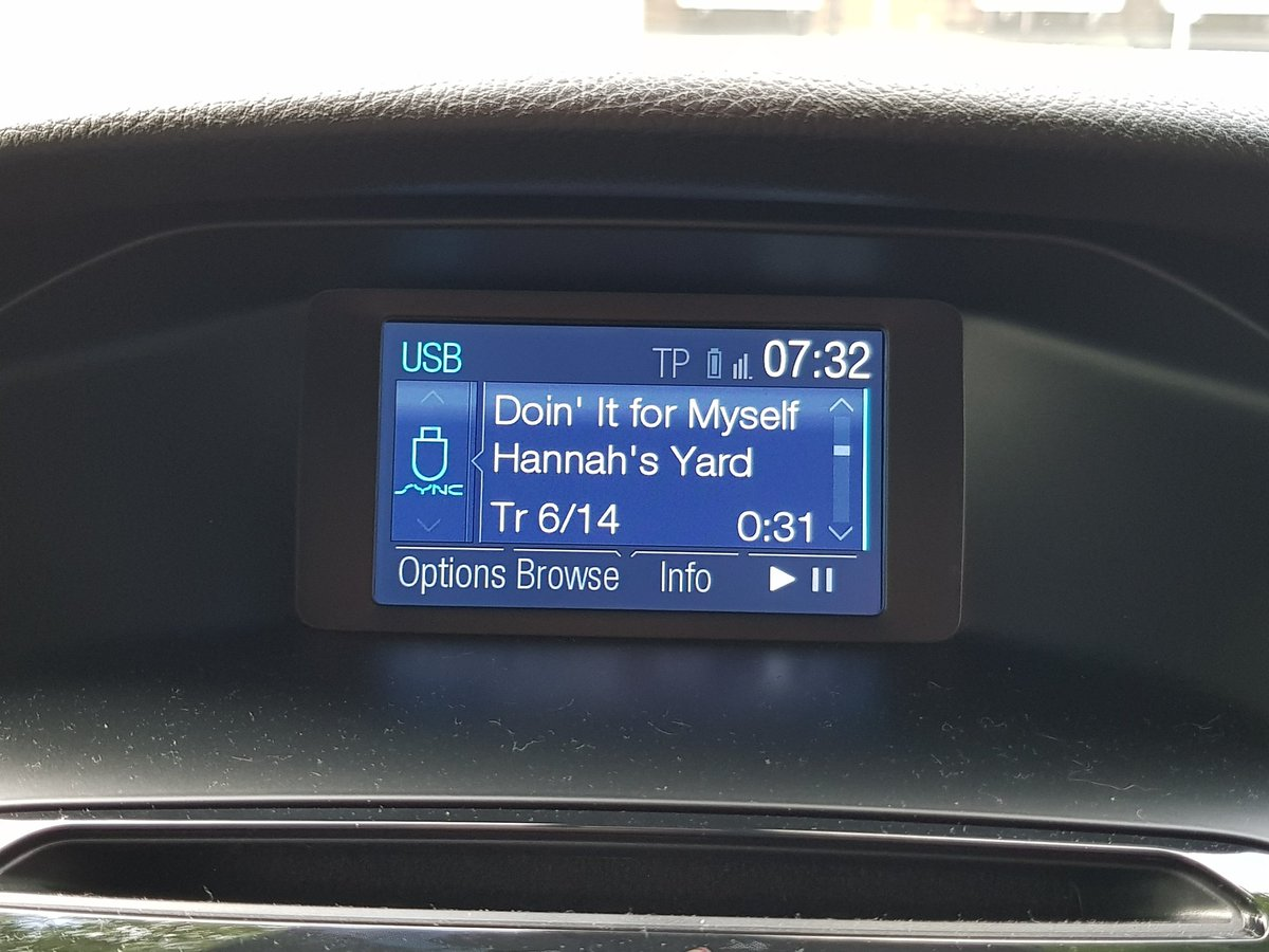 @HannahsYardHQ This is a great song, amazing listening to it in the sunshine &amp; early morning #DoinItforMyself from a great album #Beginnings <br>http://pic.twitter.com/1gx9CZeI1f