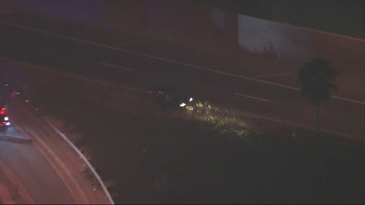 UPDATE: Police continue to search for male suspect in #pursuit that ended off 10 freeway in El Monte area.