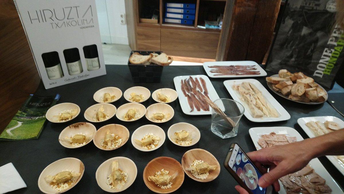 Fresh #basque #delicatessen #gastronomy #tourism @SnSnRegion @hiruztatxakolin @felixmansoibarl #Hondarribia #bidasoa #basquecoast #Euskadi<br>http://pic.twitter.com/B0u9m2S39z