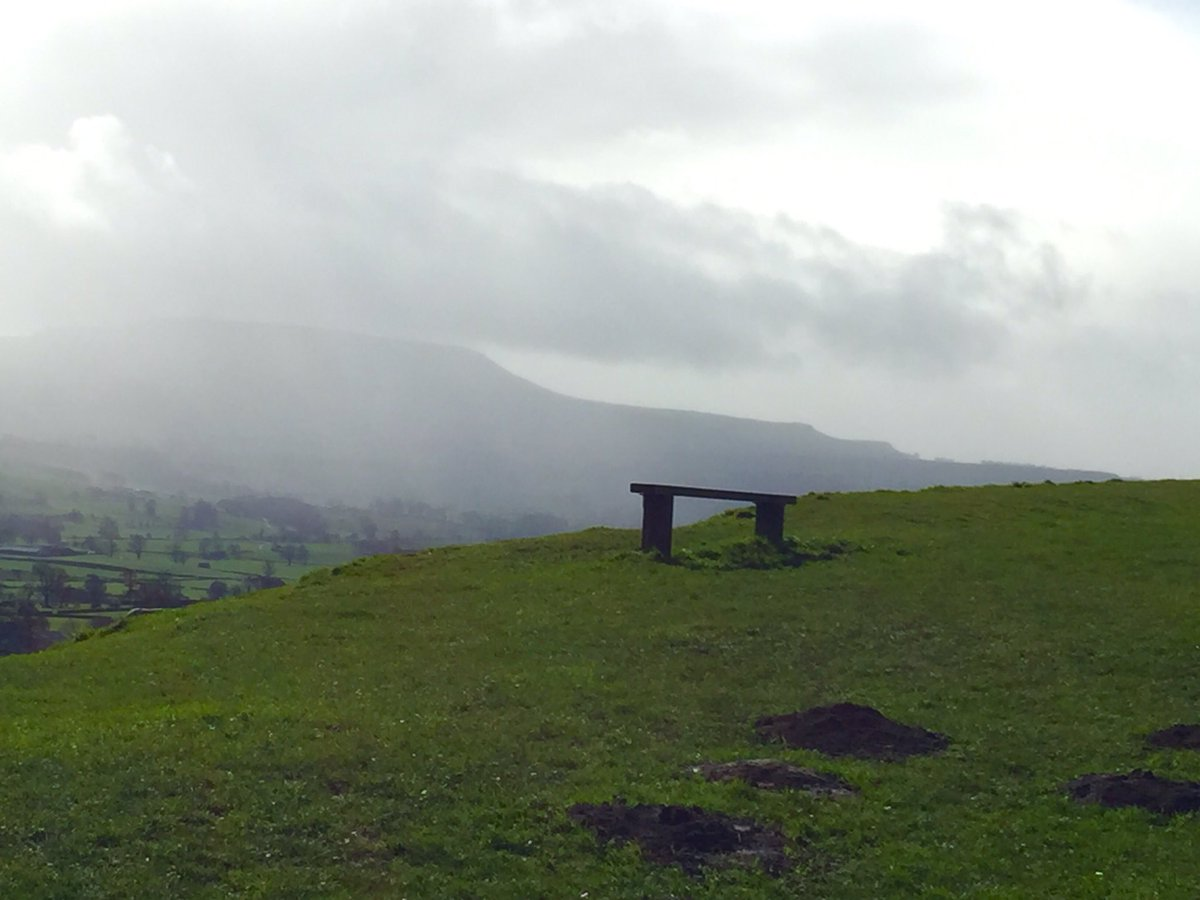 Hi !! #Tweeters  #Joggers, #Bloggers and #Vloggers if you pass a #Bench with a view why not #Tweet &amp; Share Love to all at #Glastonbury <br>http://pic.twitter.com/CvSIKhZLwv
