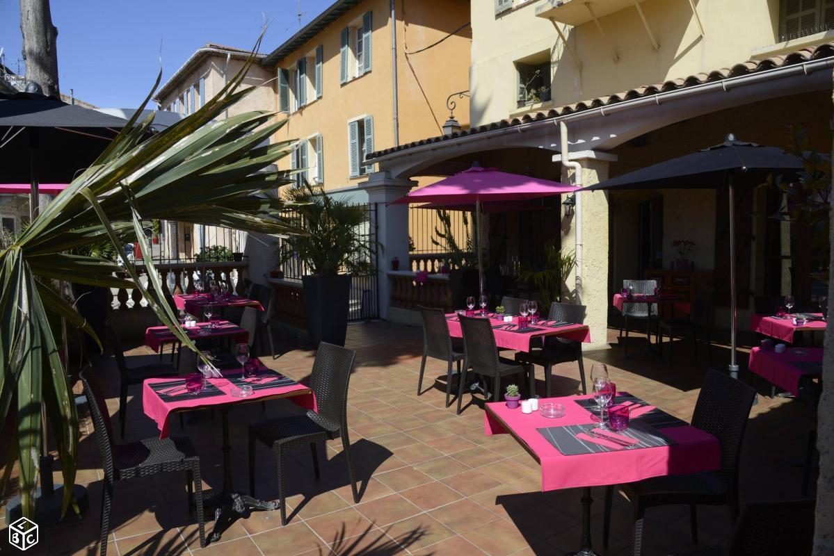 #saintlaurentduvar #vieuxvillage #restaurant LE PRIEURE #platdujour AÏOLI à 11€ #parking #gratuit #mairie à 50m 0493144100 Terrasse Brumisée pic.twitter.com/IEL2QcsHEX