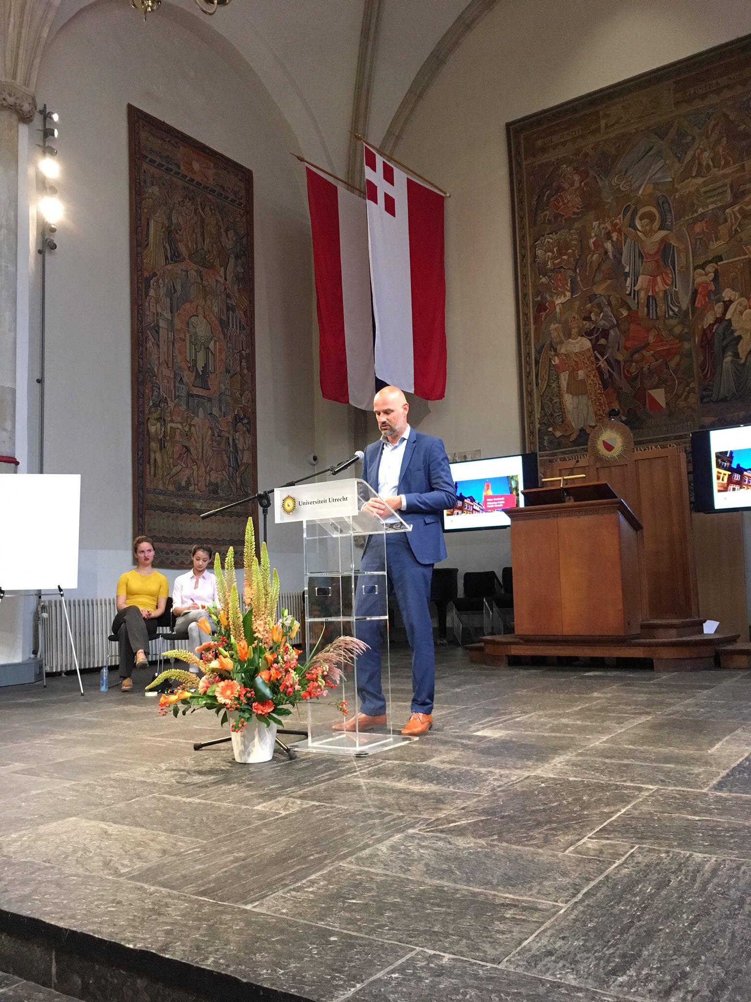 Victor Everhardt, Utrecht politician/wethouder on health nudges in schools and nudges facilitating safe cycling #NUDGE2017 https://t.co/jbAvor3iXv