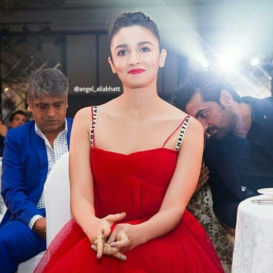 Love her @aliaa08  #AliaBhatt #angel_aliabhatt #love #beautiful #Bollywood #Actress #FolloMe<br>http://pic.twitter.com/hBPXNesZkZ