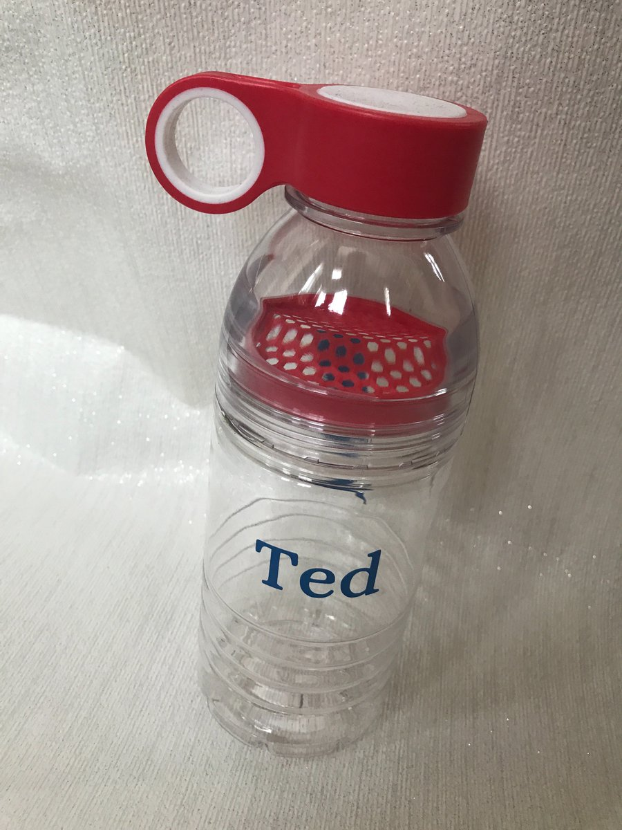 A personalised bottle for a stylish boy! #red #icon #waterbottle #personalised<br>http://pic.twitter.com/26BA1Wib2c