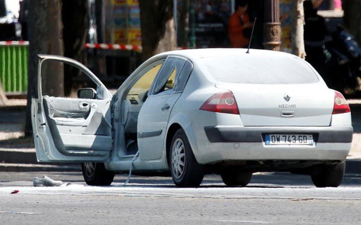 Attentat raté des #ChampsElysees : 'On a pensé à un simple accident' https://t.co/qgLRauUZYu