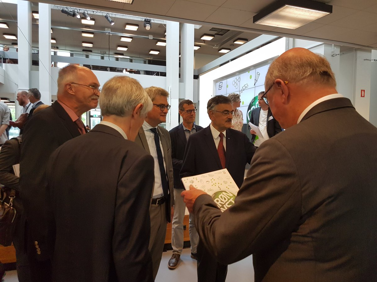Danish Minister @sorenpind greeting @EuroTechUA Presidents at @DTUtweet @groendyst  #sustainability #engineering #innovation @TU_Muenchen<br>http://pic.twitter.com/qRbcwB3KTr