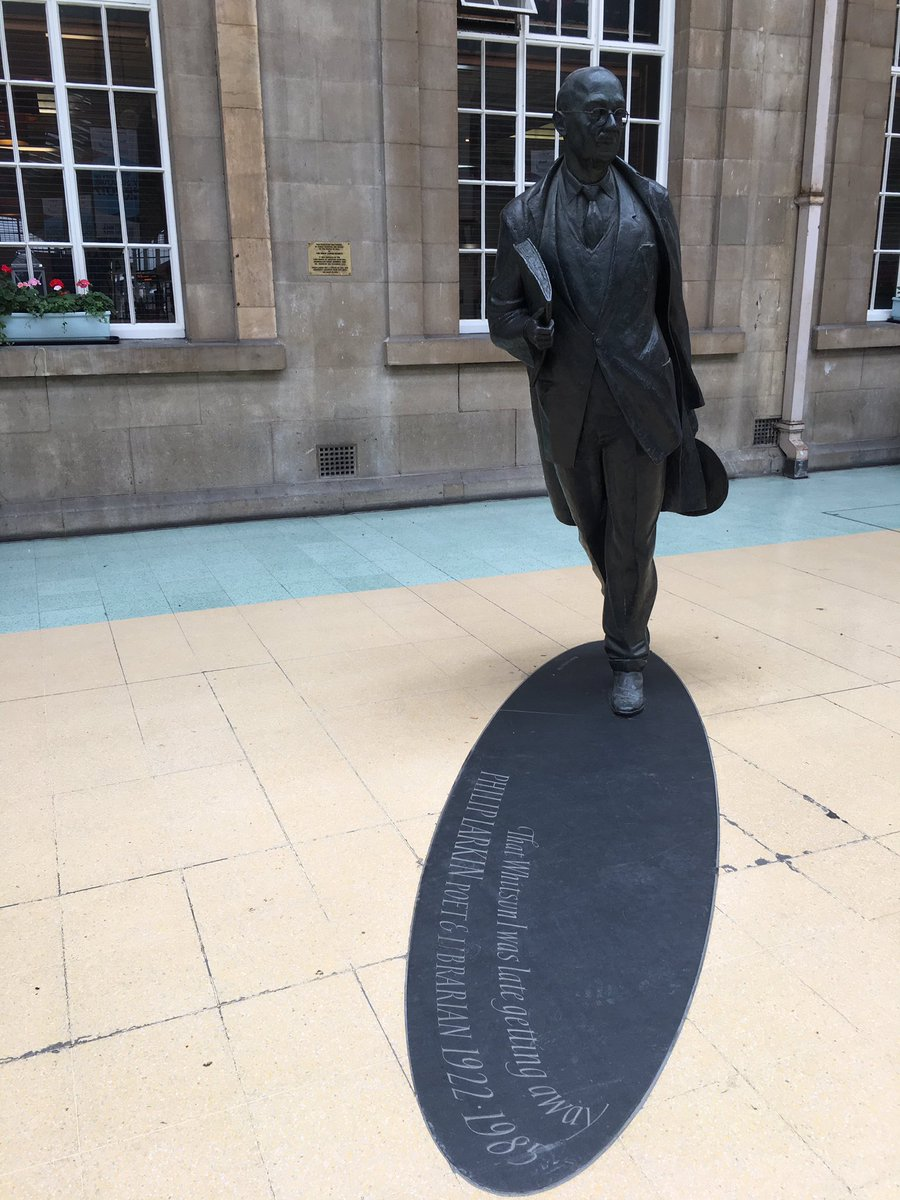 And there&#39;s good old Philip Larkin carrying a book. #poet #librarian #Hull<br>http://pic.twitter.com/7IgViFP1Qz
