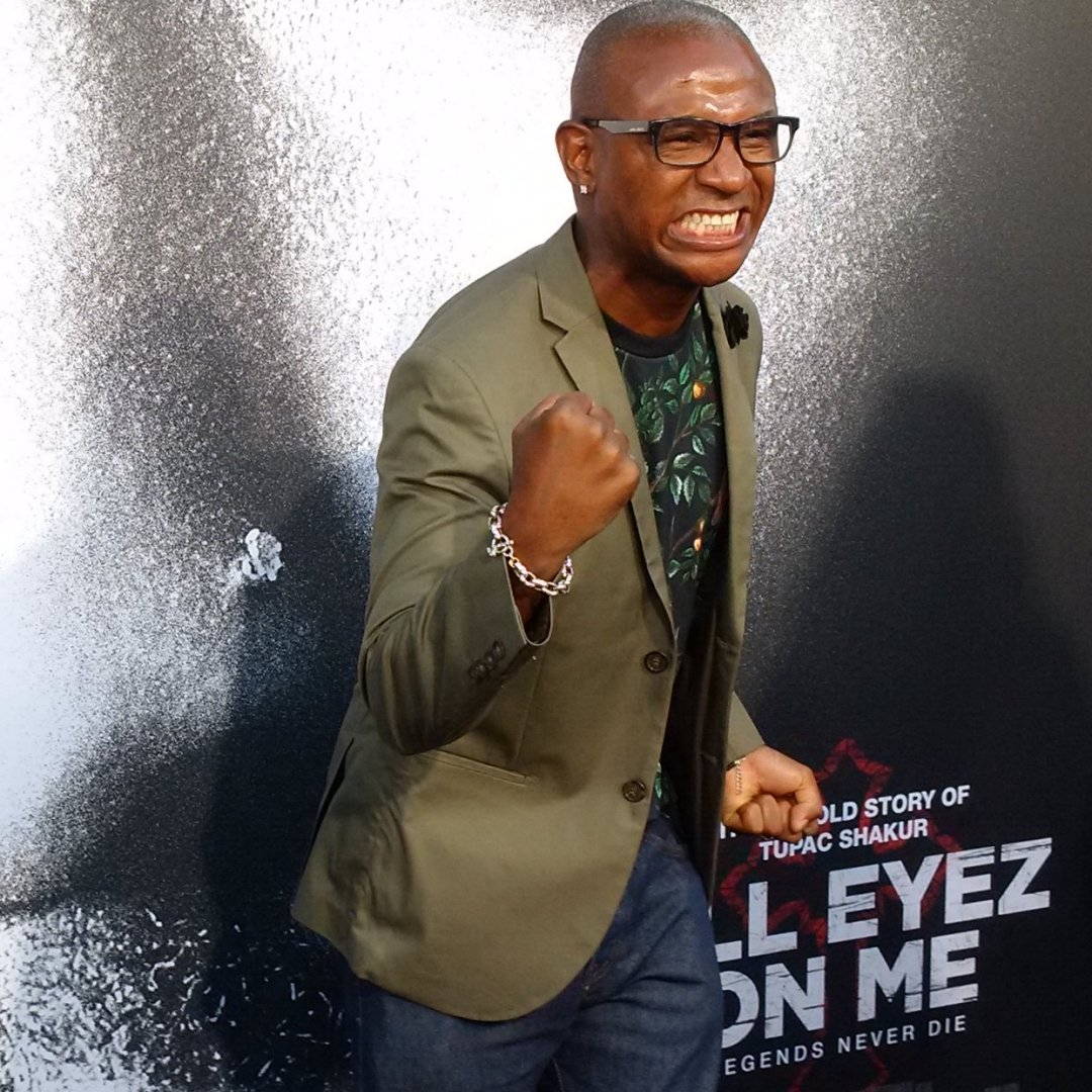 Amazing @alleyezmovie premiere w/lead @Dshippjr director @superboom absolute perfection #AllEyesMovie #TupacLives https://t.co/dfIA4ECi7L