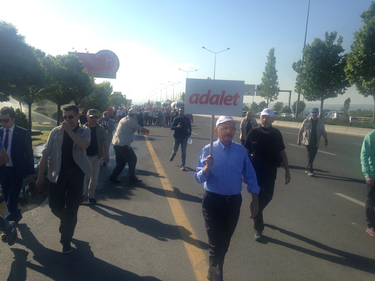 CHP'nin 'Adalet Yürüyüşü'nün ikinci günü, Kemal Kılıçdaroğlu öncülüğünde başladı