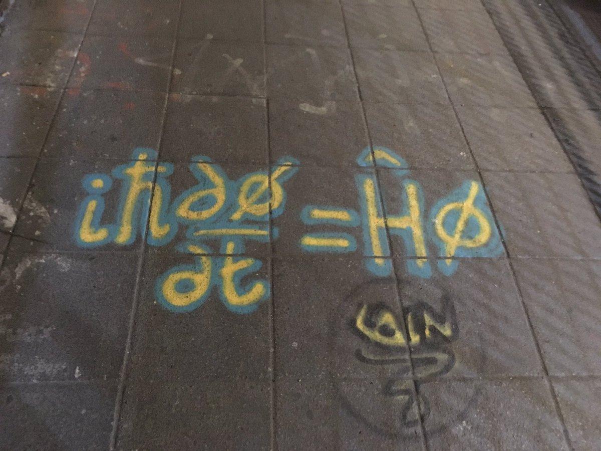 London graffiti is getting smart. https://t.co/QGgFcui94K