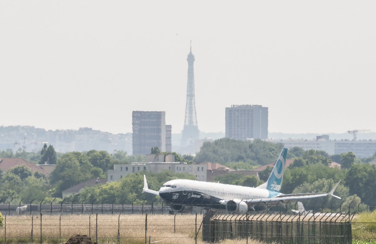 The #737MAX 9 has arrived in Paris and is getting ready for the Airshow. Learn more about #Boeing @ #PAS17 https://t.co/zAhavUUSok