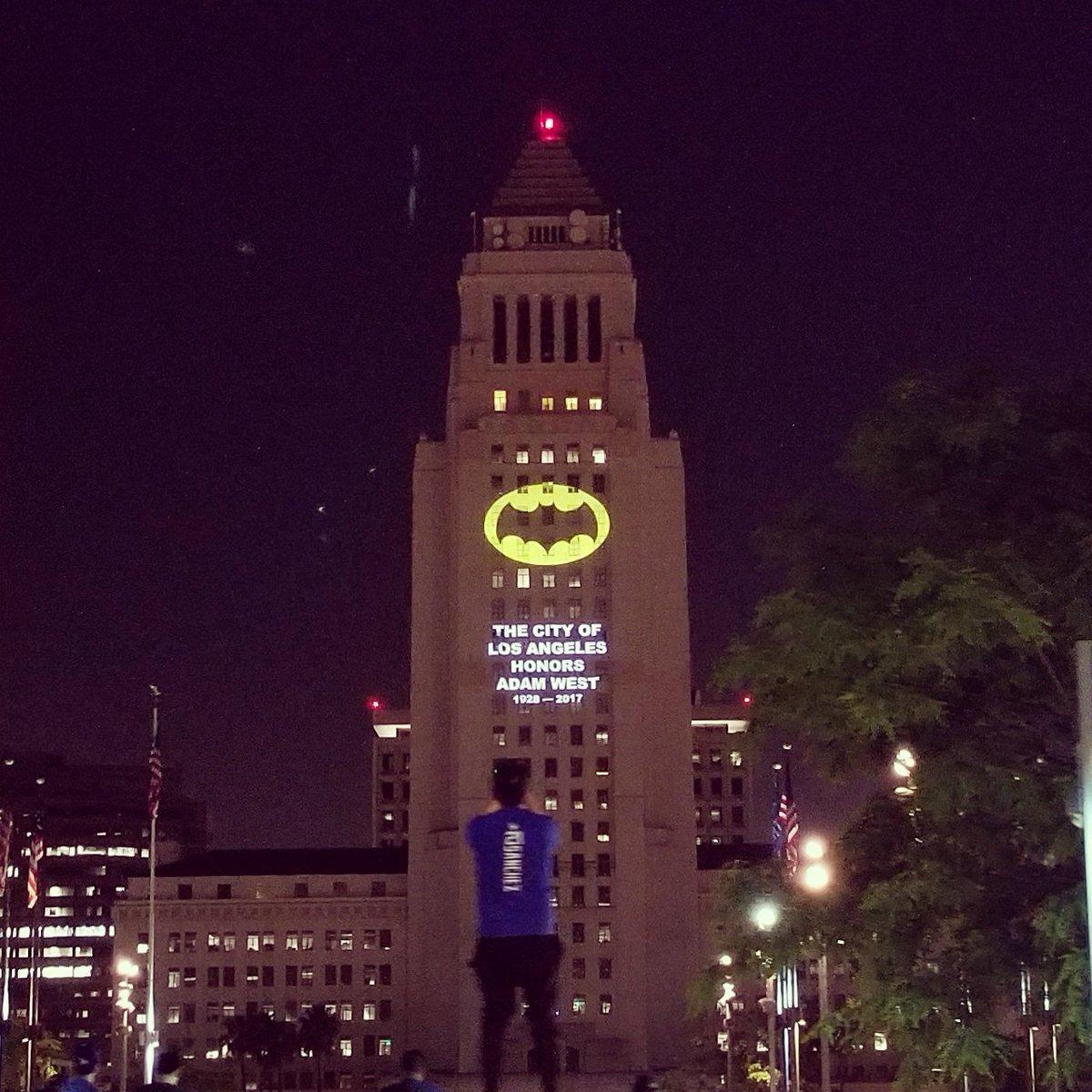 Mbi Media On Twitter The Bat Symbol Shines On City Hall Tonight In