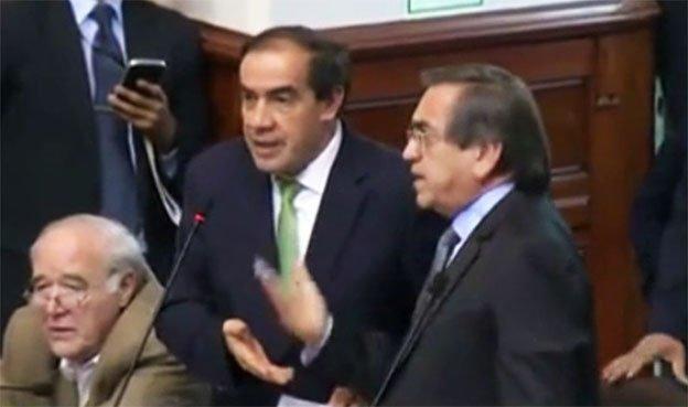 """Congresistas Lescano tildó de """"cara dura"""" a Jorge del Castillo en el pleno [VIDEO]"""